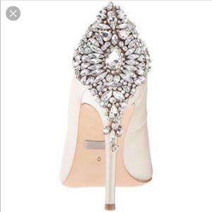 Badgley Mischka Shoes - Badgley Mischka GORGEOUS - Ivory - Size 5